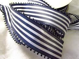 picot-blue-and-white-strip