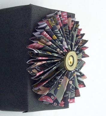 Graphite Gift Wrap Pinwheel